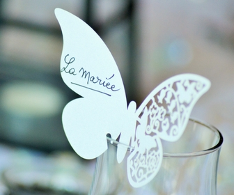 butterfly decoration saying la mariee on a glass